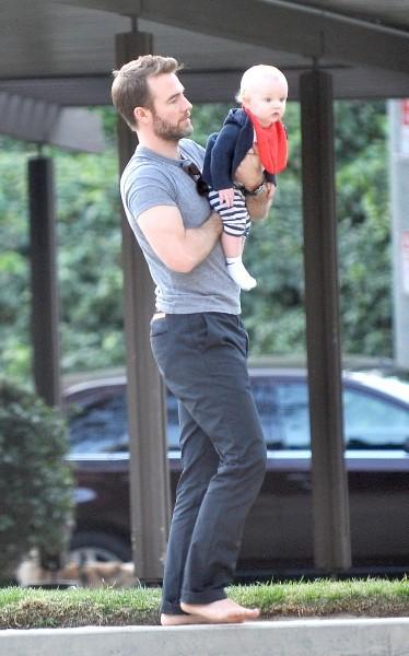 James Van Der Beek en famille le 17 février 2013 à Beverly Hills