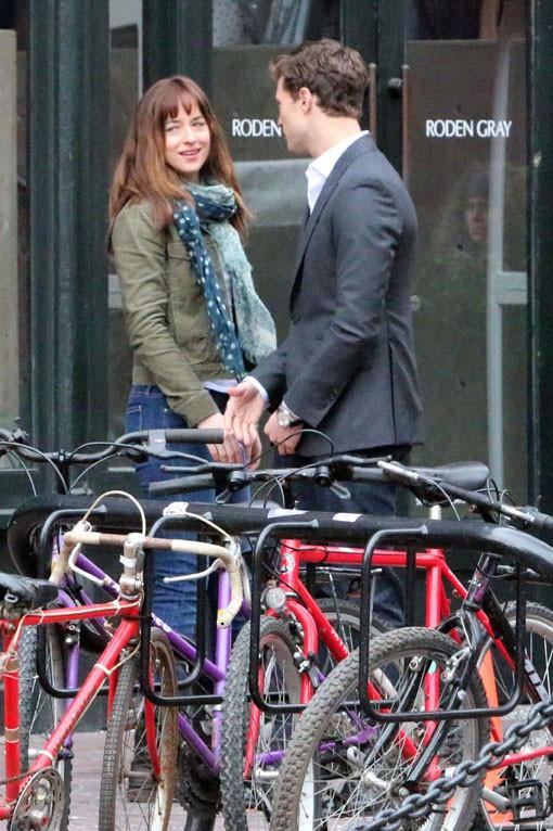 Jamie Dornan et Dakota Johnson sur le tournage de 50 Shades Of Grey à Vancouver le 19 décembre 2013