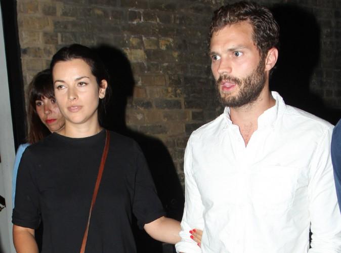 "Jamie Dornan : rare apparition de la bombe de ""50 Shades of Grey"" avec sa femme Amelia !"