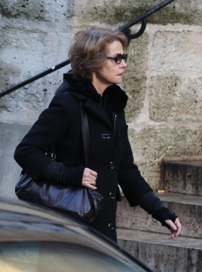 Charlotte Rampling aux obsèques de Kate Barry à Paris le 19 décembre 2013