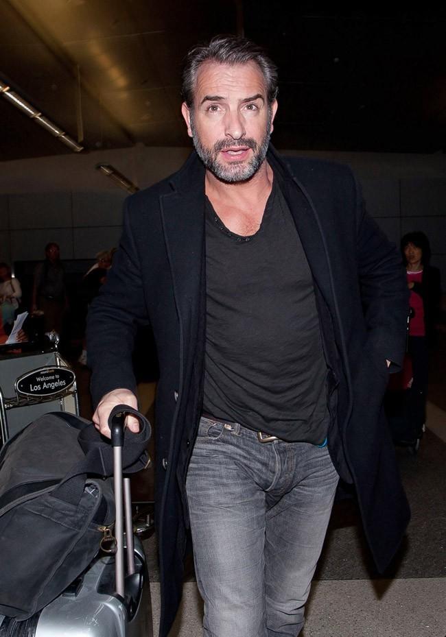 Jean Dujardin à son arrivée à l'aéroport de Los Angeles le 21 février 2013