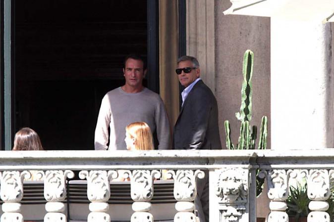 Jean Dujardin et George Clooney sur le tournage de la nouvelle publicité Nespresso en Italie le 27 août 2014