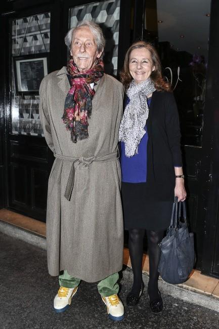 Jean Rochefort et sa femme à l'anniversaire de Jean-Paul Belmondo, le 9 avril 2013 à Paris