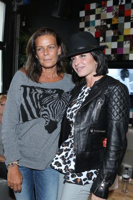 Jenifer en coulisses avec Stéphanie de Monaco