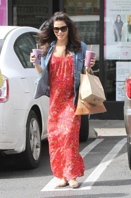 Jenna Dewan assume son gros bidon