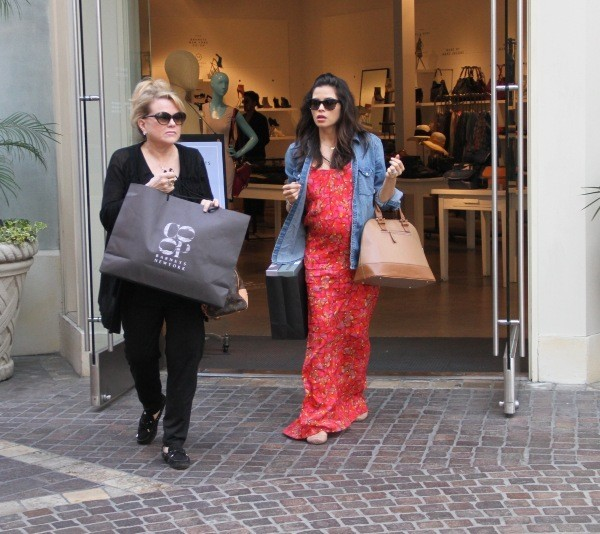 Jenna Dewan fait du shopping avec sa mère