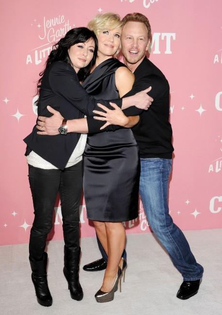 Shannen Doherty, Jennie Garth et Ian Ziering lors de la soirée d'anniversaire de Jennie Garth à Los Angeles, le 19 avril 2012.