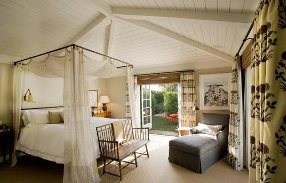 Un lit romantique pour que Jennifer et Justin passent de douces nuits...