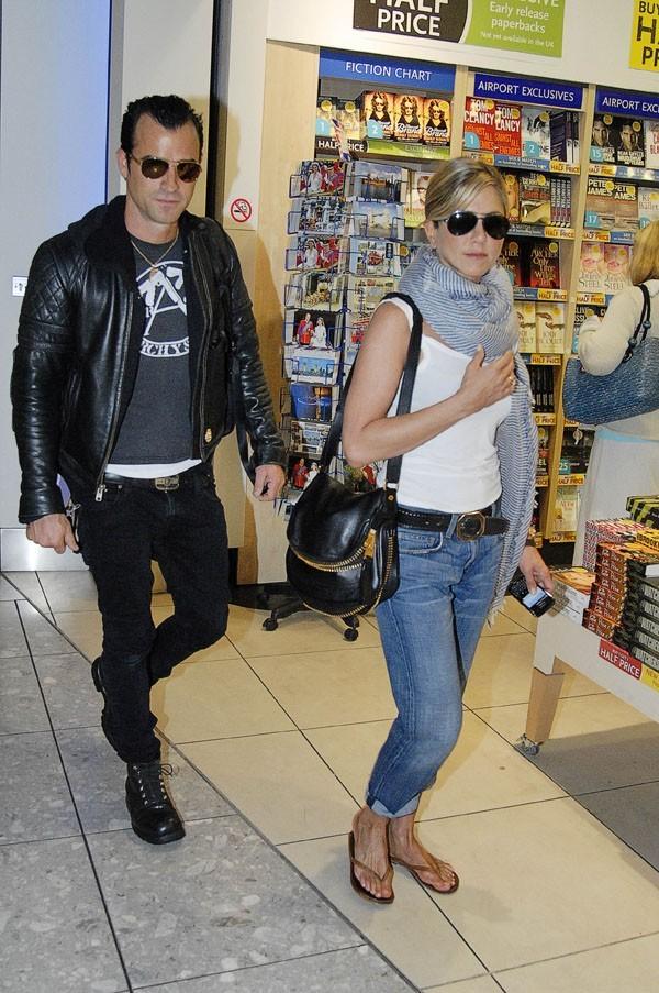 Justin suit Jen à la trace !