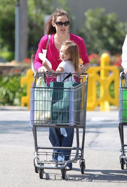 Faire les courses pour certains, c'est une corvée...mais pas pour elle !