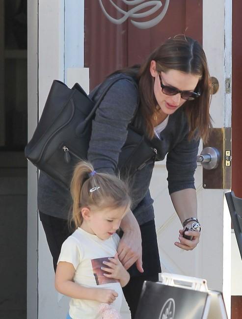 Jennifer Garner et sa fille Seraphina à Santa Monica, le 4 janvier 2012.