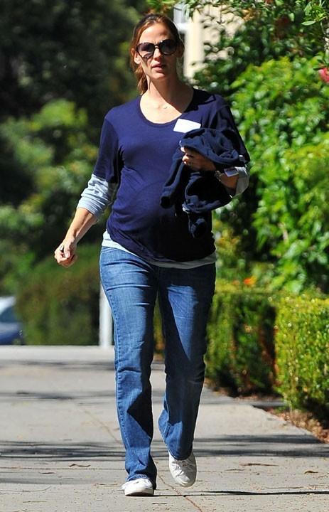 Jenifer Garner, moins fashionista que Jessica Alba pendant sa grossesse !