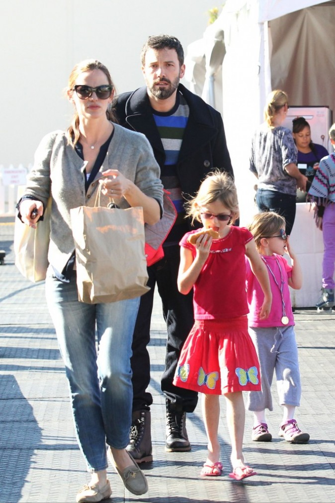 Photos : Jennifer Garner et Ben Affleck : tendres moments de complicité avec leurs filles à la patinoire !