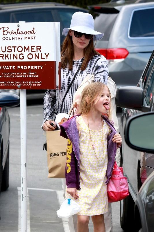 Jennifer Garner et Violet font les boutiques, Los Angeles le 8 avril 2013