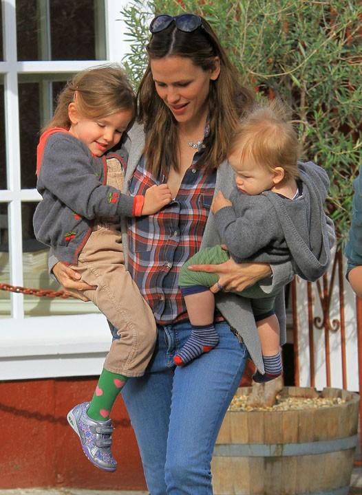 Jennifer Garner en famille à Pacific Palisades le 6 mars 2013