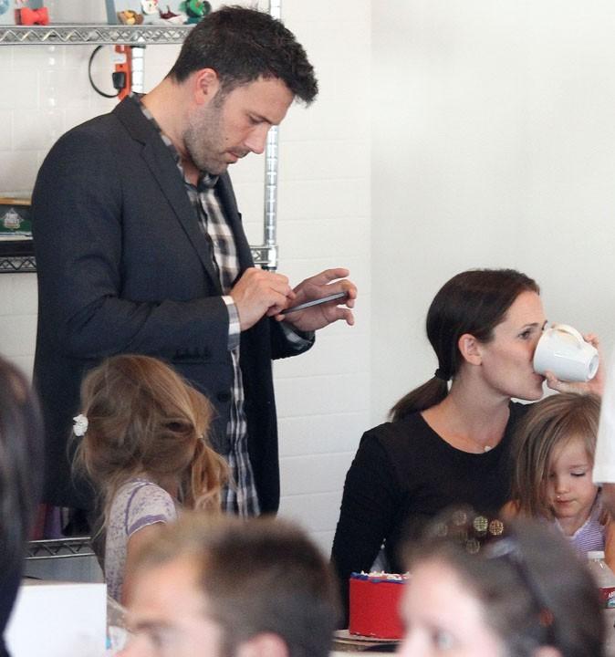 Jennifer Garner et Ben Affleck avec leurs filles à Los Angeles le 28 octobre 2012