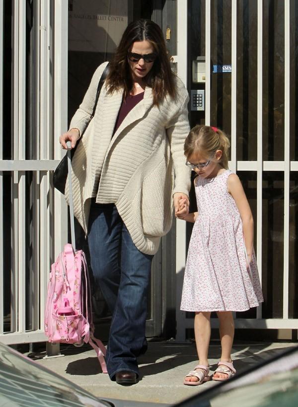 Jennifer a récupéré Violet à son cours de danse