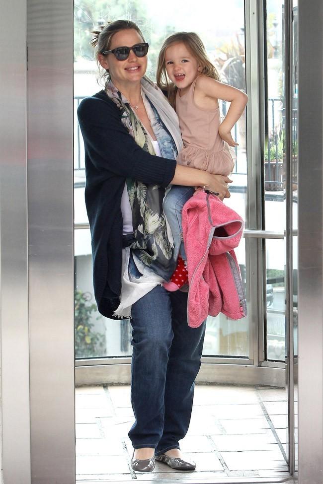 Jennifer Garner, presque un mois après son accouchement...