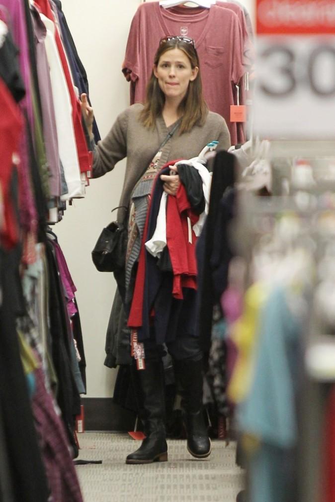 Jennifer Garner en plein shopping dans un supermarché de Culver City, le 14 novembre 2011.