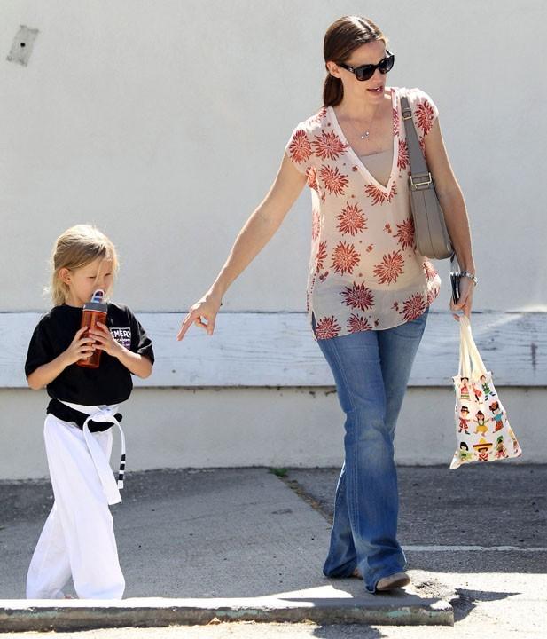 Jennifer Garner et sa fille Violet à Brentwood, le 25 août 2011.