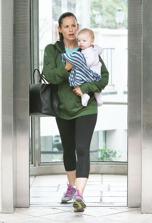 Jennifer Garner à la sortie de chez le médecin avec Samuel à Pacific Palisades le 24 août 2012