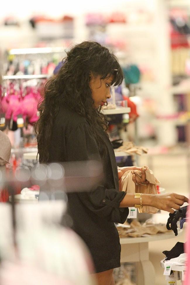 Jennifer Hudson en virée shopping à Maui le 5 janvier 2013