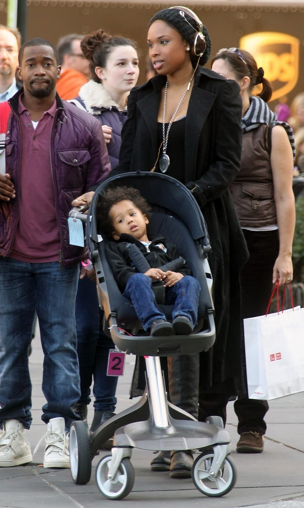 Jennifer Hudson et son fils David Jr. à New York, le 8 novembre 2011.