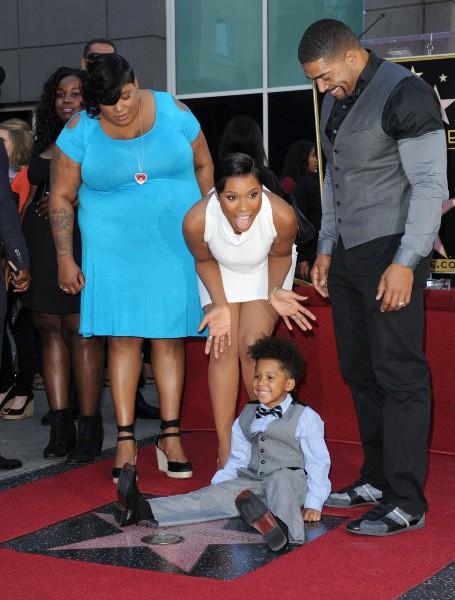 Jennifer Hudson entourée de sa soeur, de son fiancé et de son fils pour recevoir son étoile sur le Walk of Fame à Hollywood, le 13 novembre 2013.