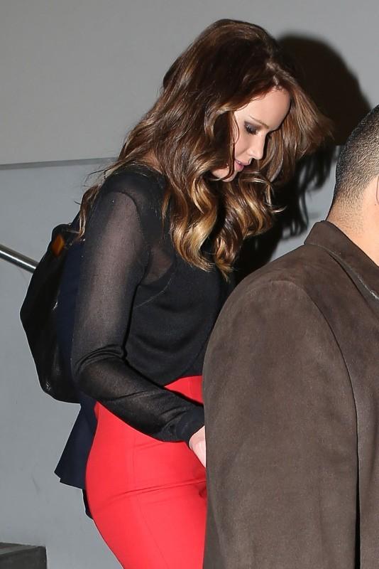 """Jennifer Lawrence quitte le studio d'enregistrement de l'émission """"Jimmy Kimmel Live"""" à Hollywood, le 31 janvier 2013."""