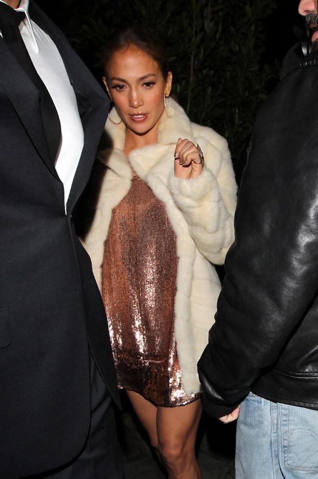 Jlo, superbe en robe cuivrée !