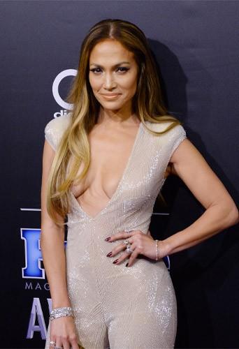 Jennifer Lopez : elle d�gaine un nouveau d�collet� � tomber !