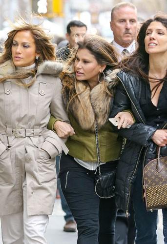 Jennifer Lopez : elle oublie les mecs et les paillettes le temps d'une sortie avec sa soeur !