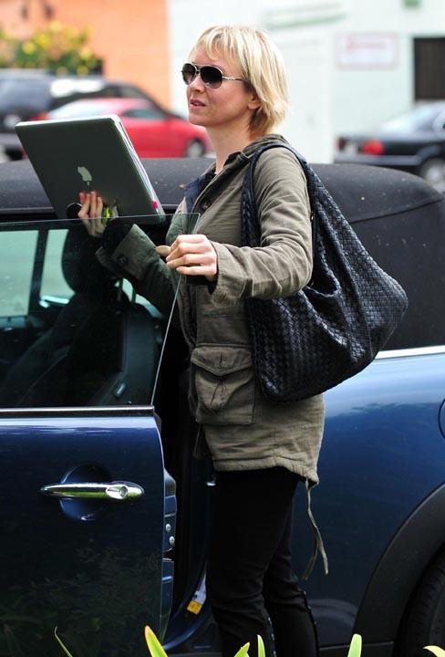 Renée Zellweger, accro au laptop