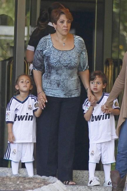 Max et Emme, les jumeaux de Jennifer Lopez à Madrid, le 7 octobre 2012.