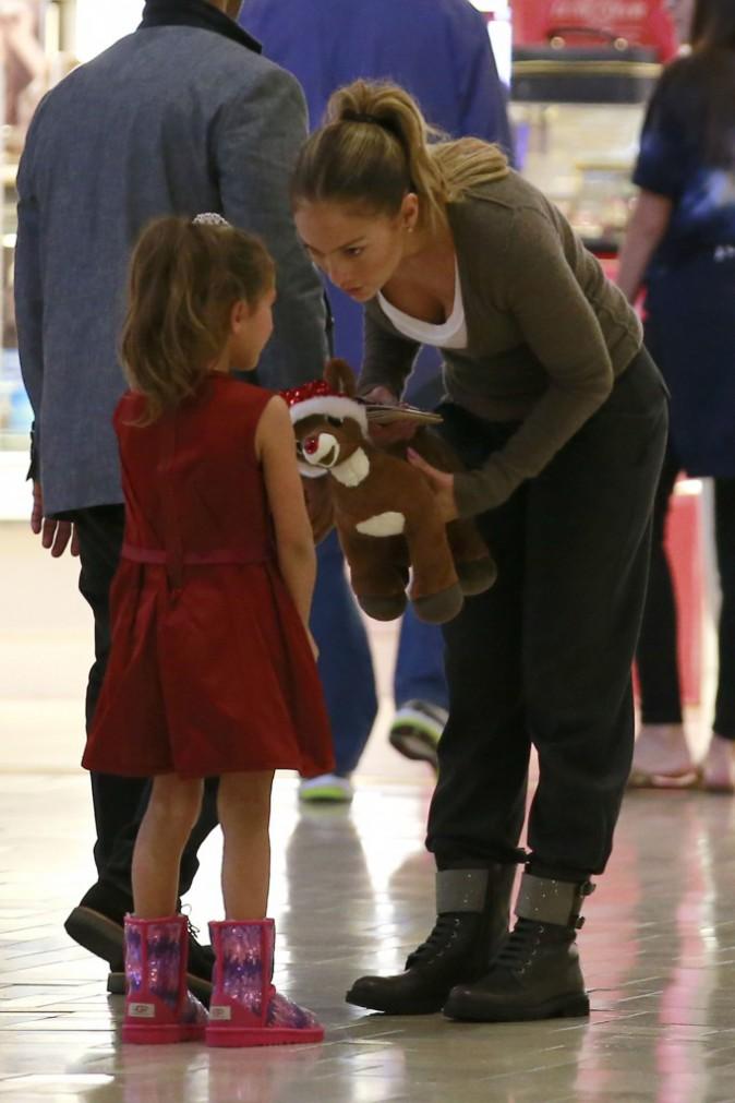 Photos : Jennifer Lopez : fêtarde stylée la nuit, maman dévouée le jour !