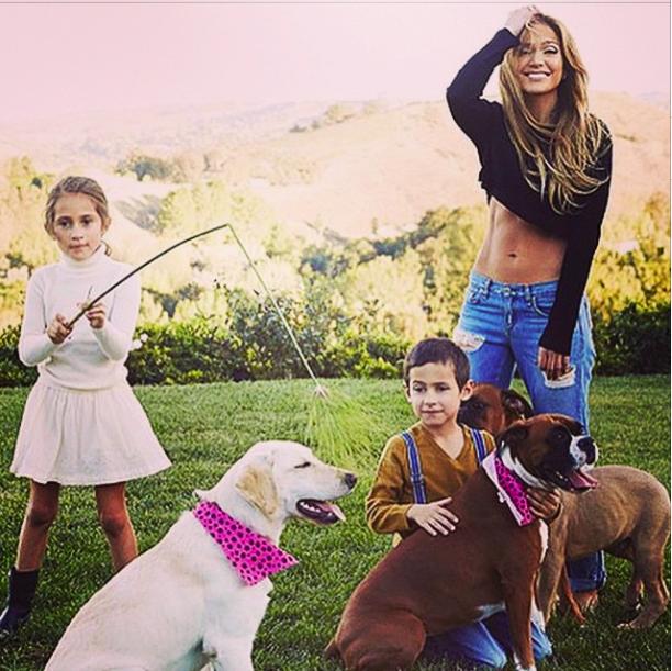 Jennifer Lopez : la sexy mama d�voile ses abdos en b�ton aux c�t�s de ses enfants !