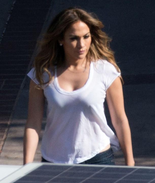 Jennifer Lopez avec ses jumeaux Max et Emme et leur nounou à Los Angeles le 20 octobre 2013