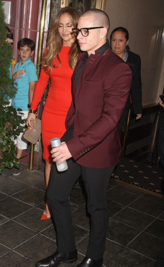 Jennifer Lopez et Casper Smart quittant leur hôtel à New York pour se rendre à la fête d'anniversaire de la chanteuse, le 24 juillet 2012.