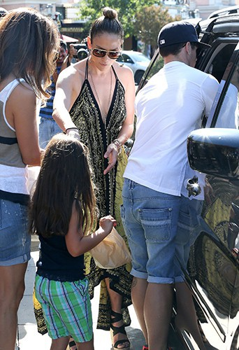 Jennifer Lopez en famille à Calabasas le 14 septembre 2013