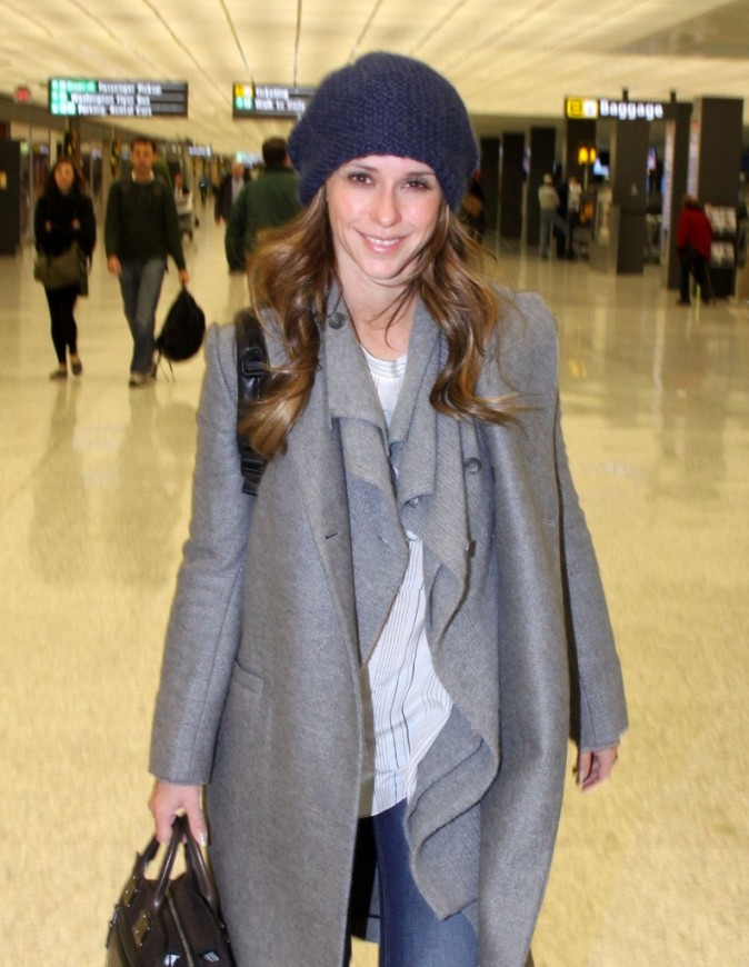 Jennifer Love Hewitt à l'aéroport de Washington le 22 décembre 2012