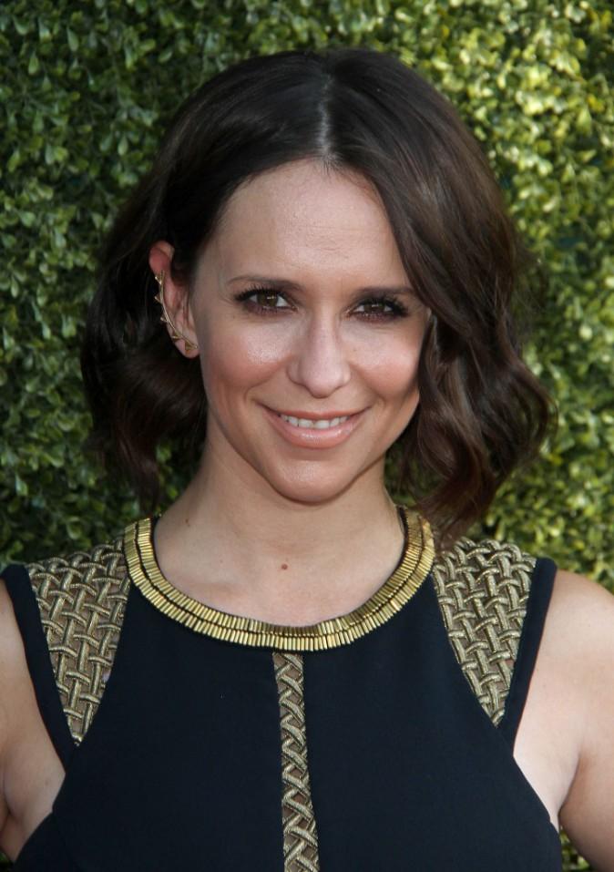 Jennifer Love Hewitt : elle affiche enfin sa nouvelle coupe au carr� sur tapis rouge !