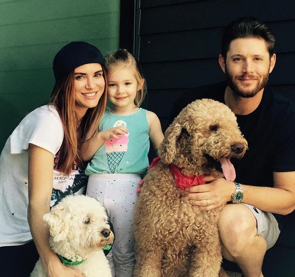 """Photos : Jensen Ackles : le beau gosse de la série """"Supernatural"""" bientôt à nouveau papa !"""