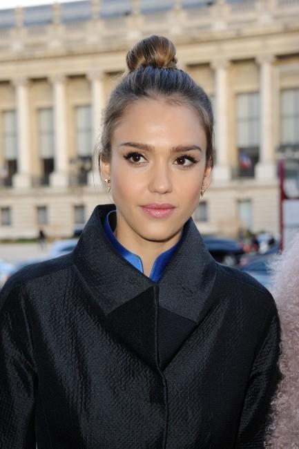 Jessica Alba au défilé Shiatzy Chen le 5 mars 2013 à Paris