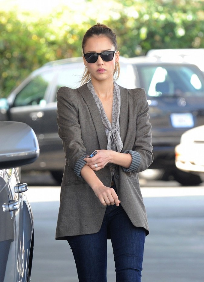 Jessica Alba en mode working girl !
