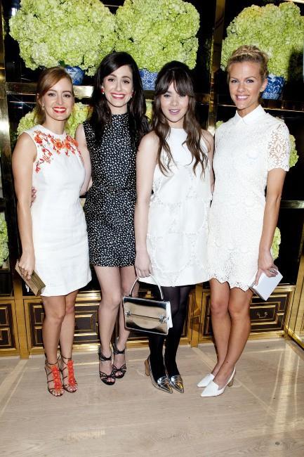 Ahna O'Reilly, Emmy Rossum, Hailee Steinfeld, Brooklyn Decker et Isla Fisher lors de l'inauguration de la nouvelle boutique Tory Burch à Los Angele...