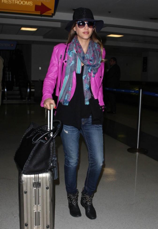 Jessica Alba à son arrivée à l'aéroport de Los Angeles le 7 juin 2013