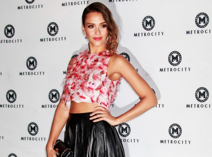 Jessica Alba : d�monstration de crop top � la Fashion Week de S�oul !