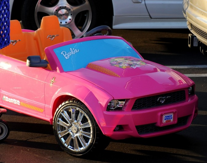 Une jolie Mustang Barbie qui va faire le bonheur d'Honor !