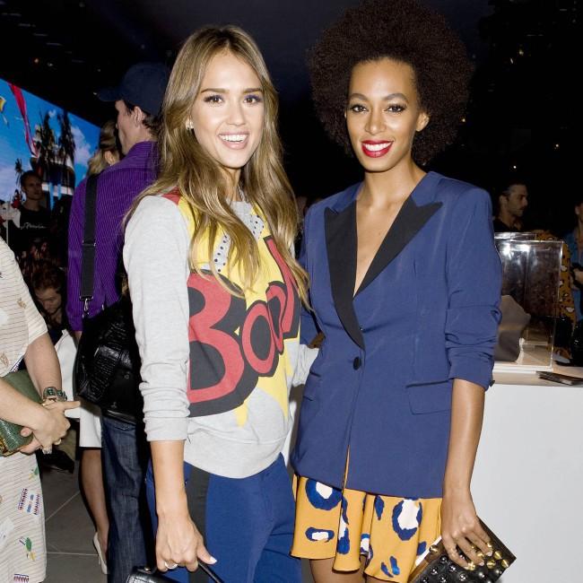 Jessica Alba et Solange Knowles lors d'un événement mode à New York, le 5 septembre 2013.