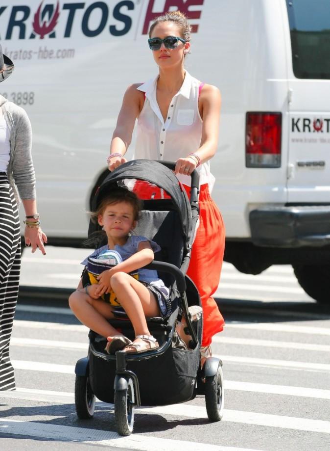 Jessica Alba et ses filles à New York, le 24 juillet 2012.
